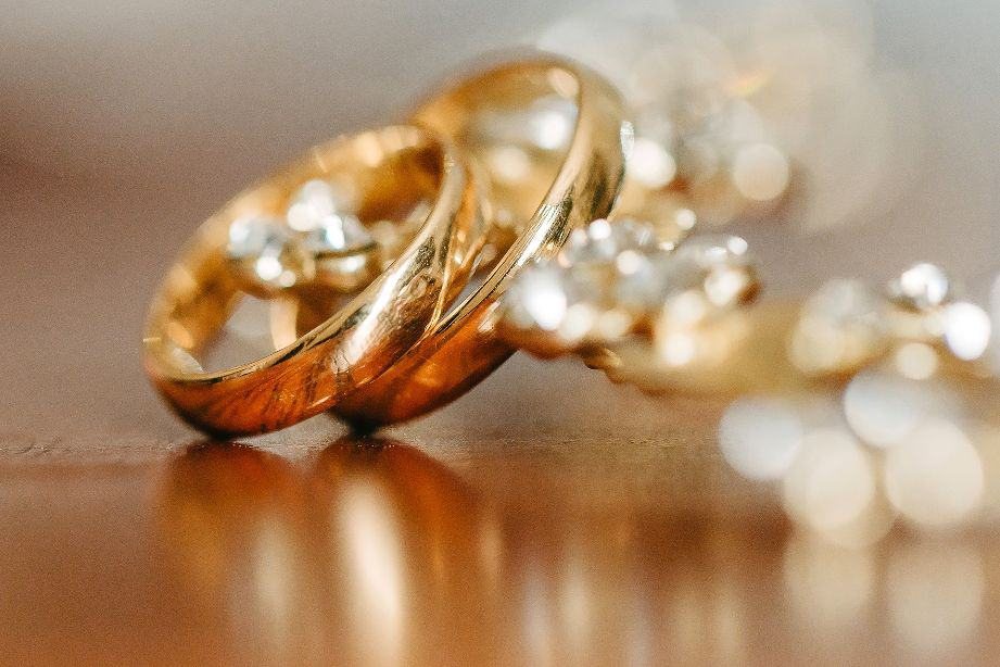 What Is 18K Gold? | The Look, Cost, & Durability of 18 Karat